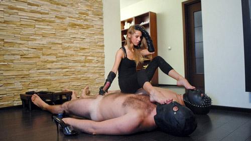 female sit on two men